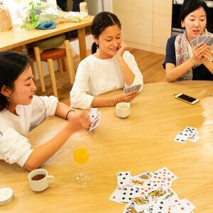 遊びも楽しい丸テーブル