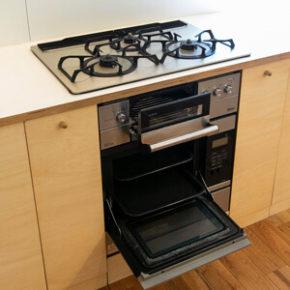 ハイクラスのガスコンロとガスオーブンを備えたレンタルキッチン
