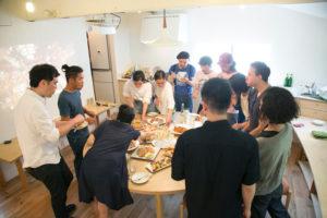 ワンキッチンでの立食パーティー