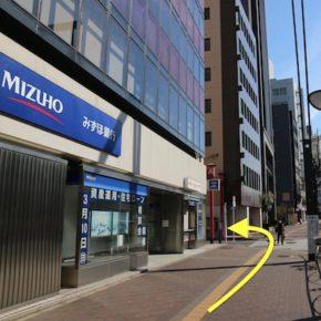 ③ みずほ銀行をすぎたところで左に曲がり